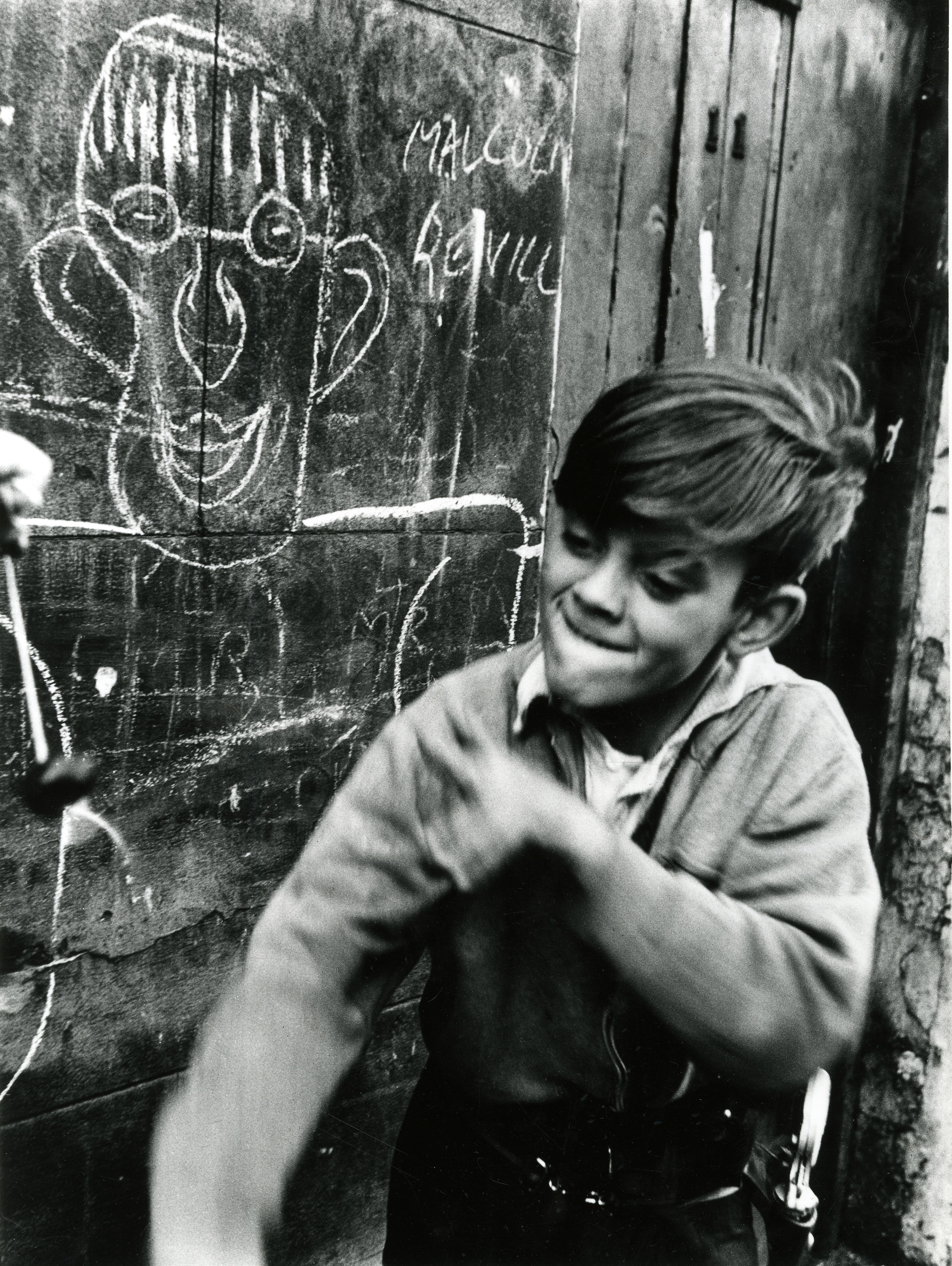01_PressImage l Roger Mayne, Boy playing conkers, 1957 copy