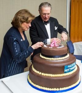 Stefa & Tim Hart cutting cake