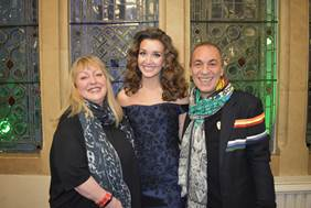 Share this content....  Rising classical singing star and lyricist Carly Paoli has been signed to Sony/ATV, as part of a deal struck between the world's No. 1 music publishing […]
