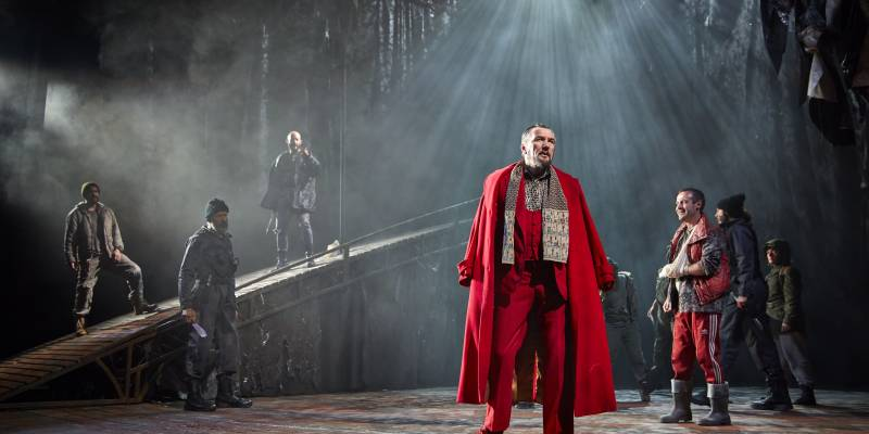 Jpeg-3_-Tom-Mannion-Duncan-Joseph-Brown-Malcolm-and-the-cast-of-the-UK-and-Ireland-tour-of-Macbeth__credit-BrinkhoffMogenburg-800x400
